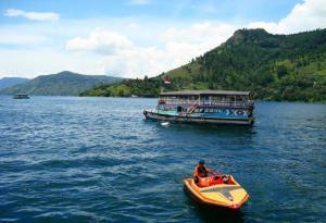 hariansib_Perkenalkan-Danau-Toba-Ke-Dunia-DR-TB-Silalahi-Liris-Film----Toba-Dreams--